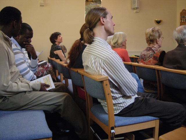 다양한 사람들이 모인 교회