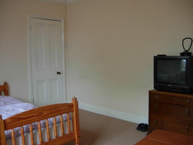 TV와 넓은 벽